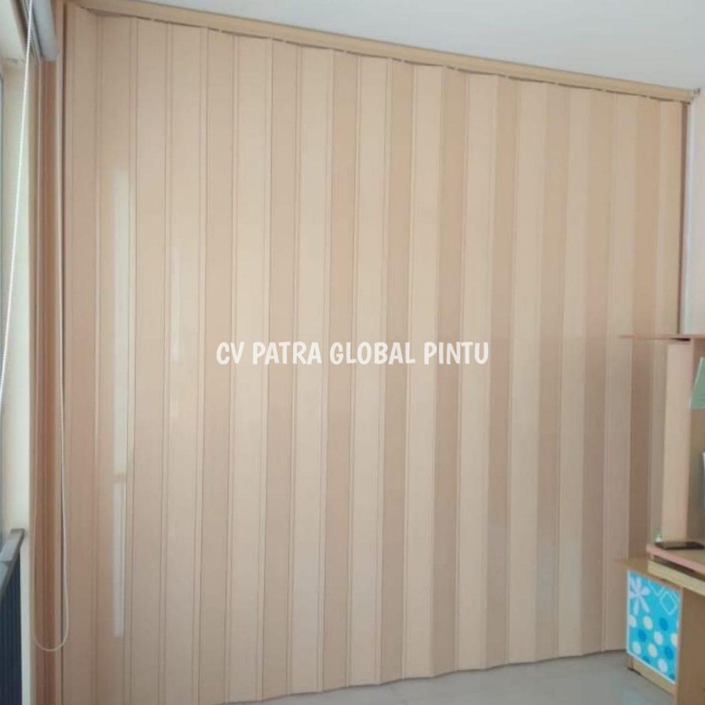 12fb3698 e7df 4dc2 93e4 8402bee10bae 1024x1024 - Jual Foolding Door PVC Ruangan
